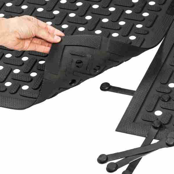 Morland Service Anti bacterial rubber industrial doormat showing how to connect two mats together
